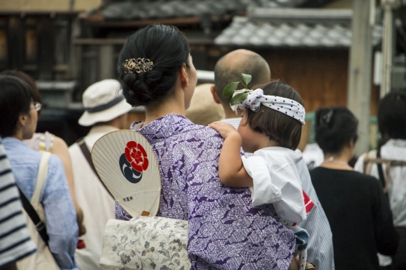 Japanese moms face new challenges